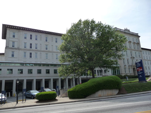800px-emory_university_hospital-resized-600