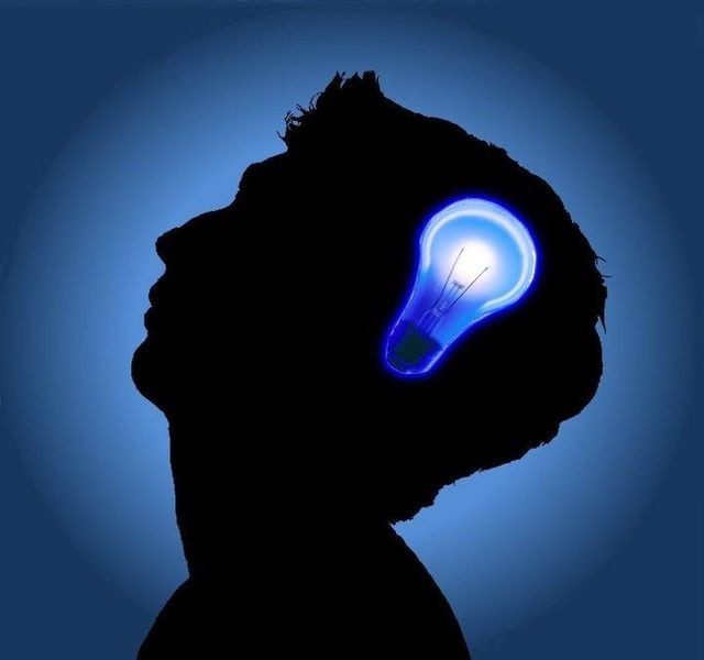 People suffering from Alzheimer's commonly suffer from memory loss, thinking and behavioral problems.
