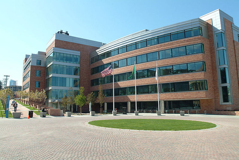 Fred_Hutchinson_Cancer_Research_Center,_2004
