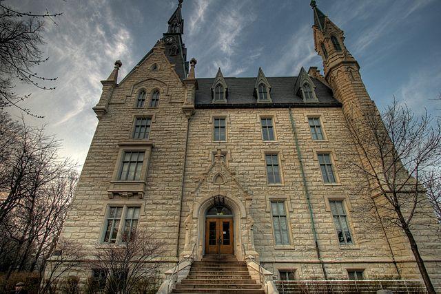 640px-University_Hall_Northwestern