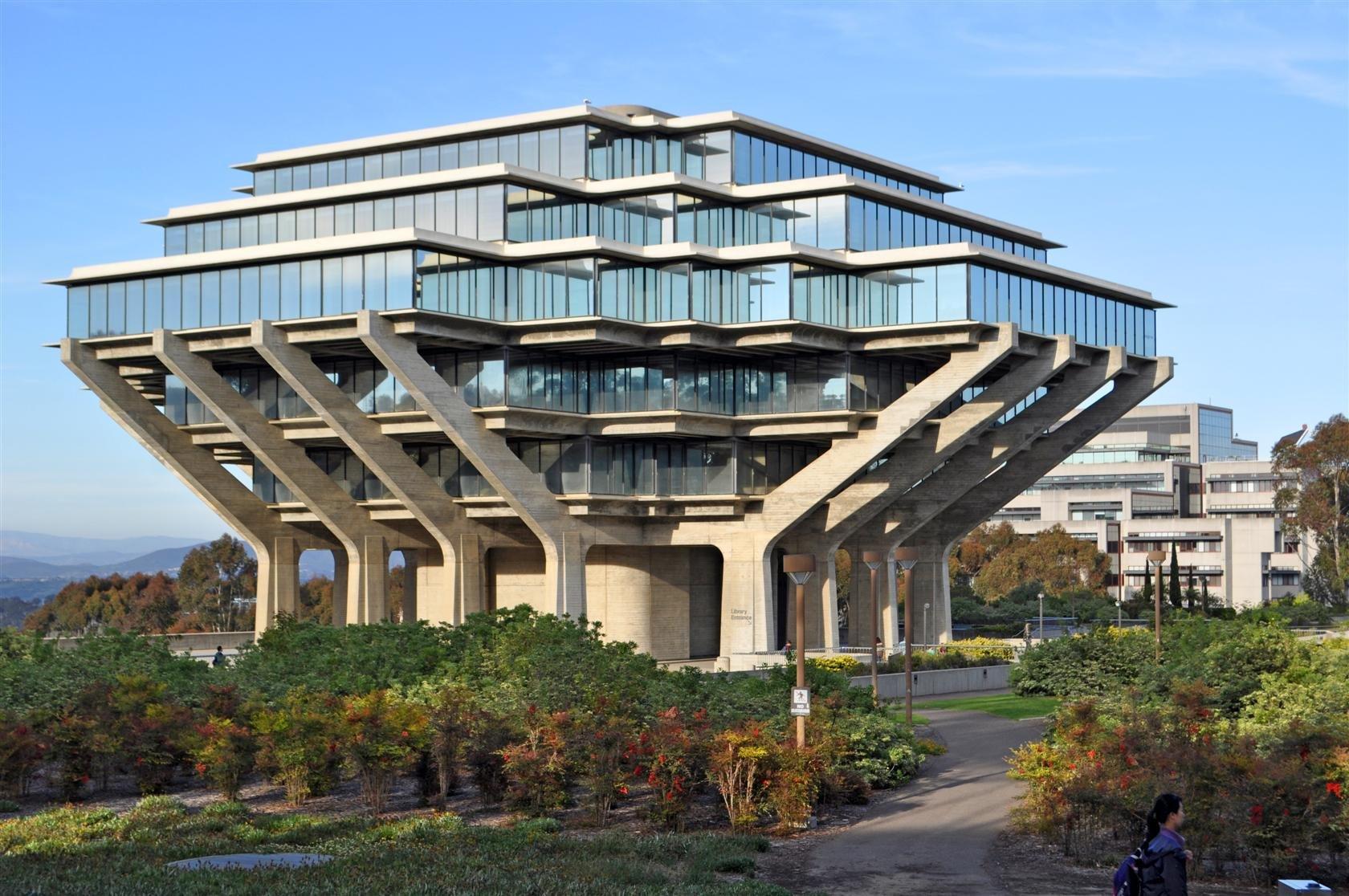 La_Jolla_-_UCSD_-_Geisel_Library_Southwest1