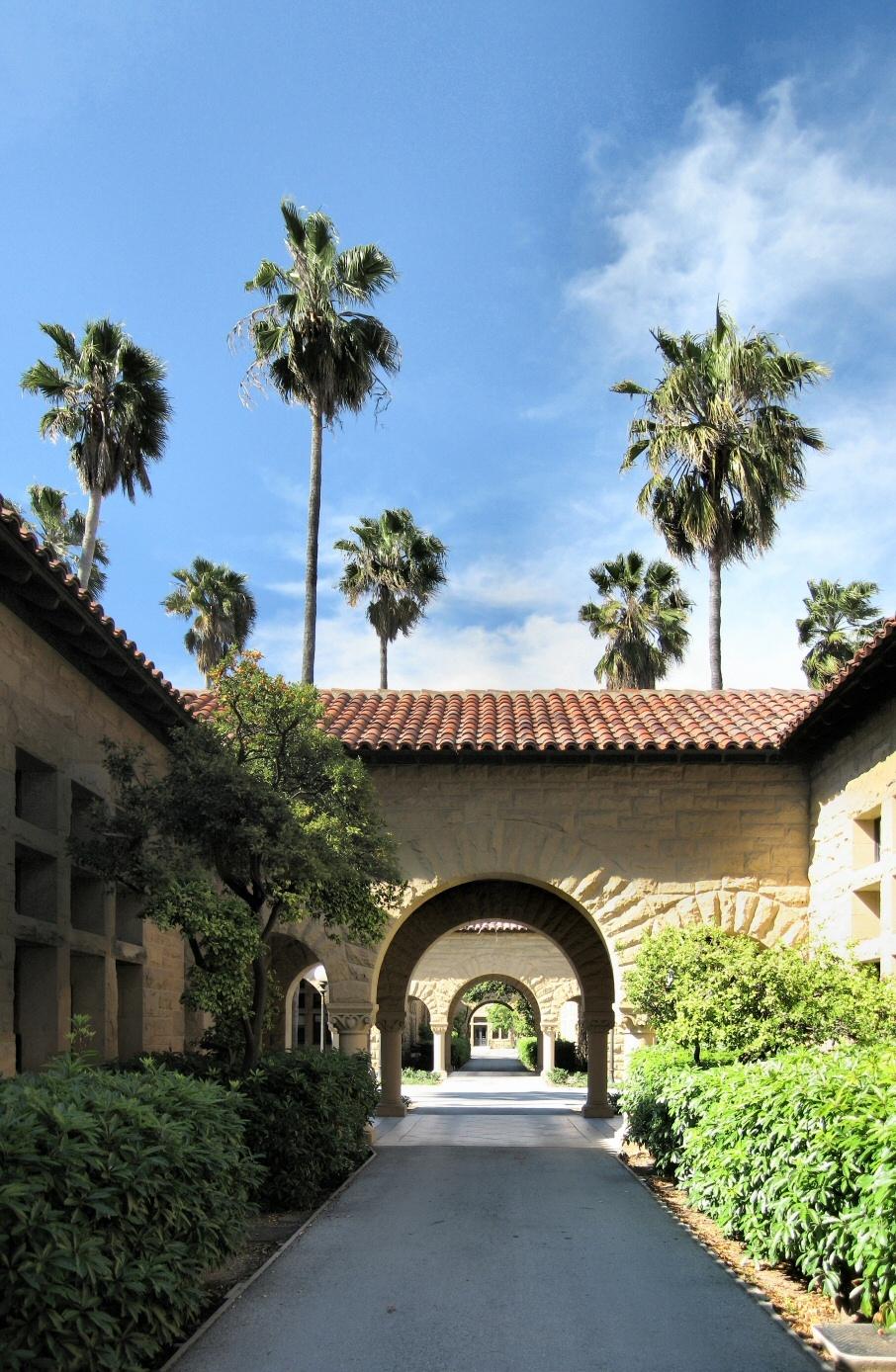 Stanford_University_Walkway_Panorama