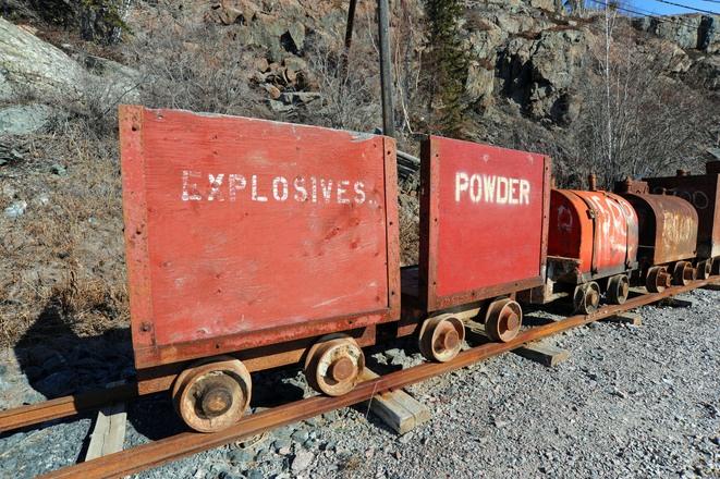 exposives-cart-1206433-1