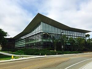 UCSD_Biomedical_Library-3